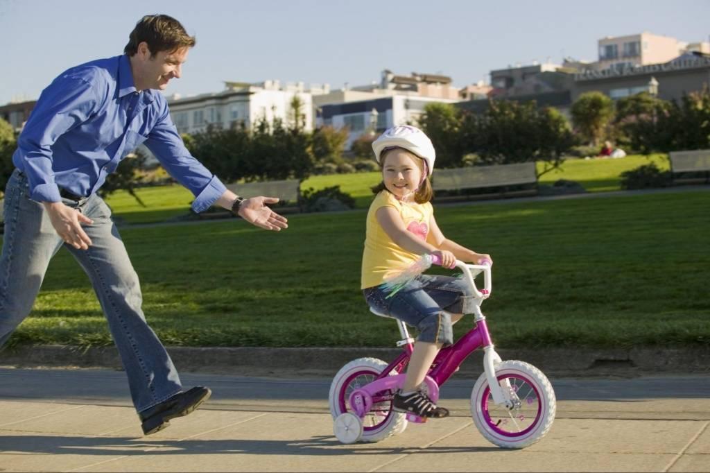 Как научить ребенка кататься на велосипеде? как научить ездить на двухколесном велосипеде? как правильно научить ребенка крутить педали и держать равновесие в 3 года?