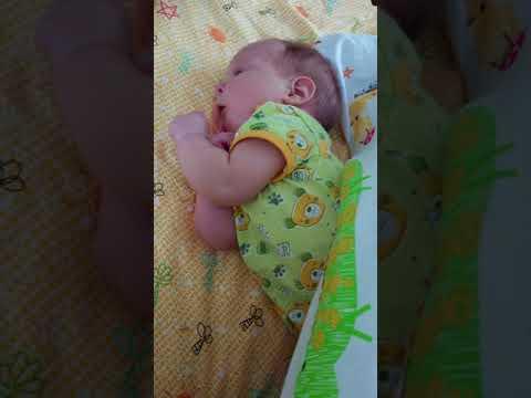 Когда ребенок начинает агукать и гулить: во сколько месяцев