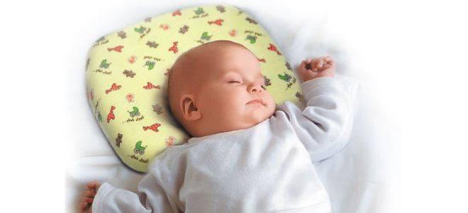 Нужна ли ребенку подушка: до года, в год и в два? какую подушку и когда купить ребенку?   любящая мама