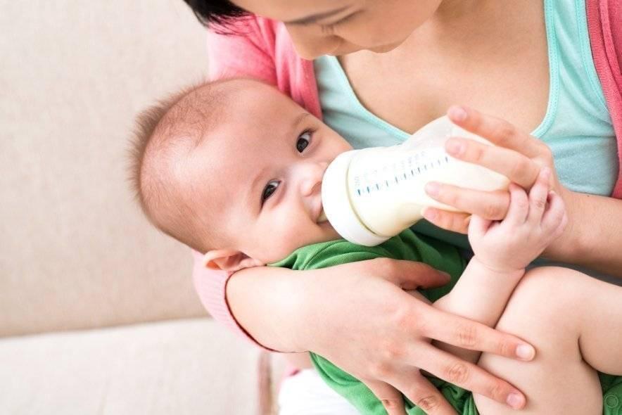 Нужно ли давать воду ребенку на грудном вскармливании? все о допаивании
