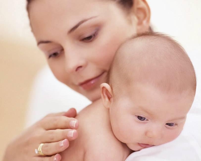 Как отличить срыгивания от рвоты у грудничка: симптоматика