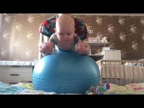 Упражнения на фитболе для новорожденного