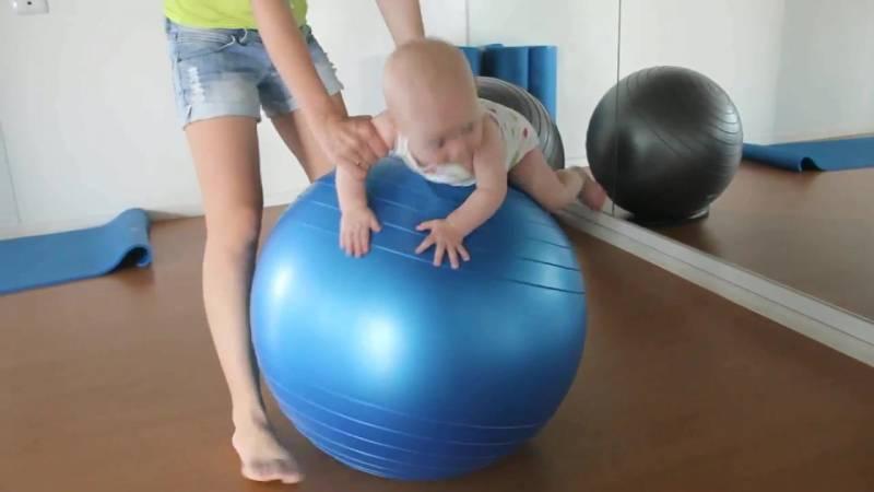 Фитбол для грудничков: упражнения для занятий и гимнастики, а также какой лучше выбрать