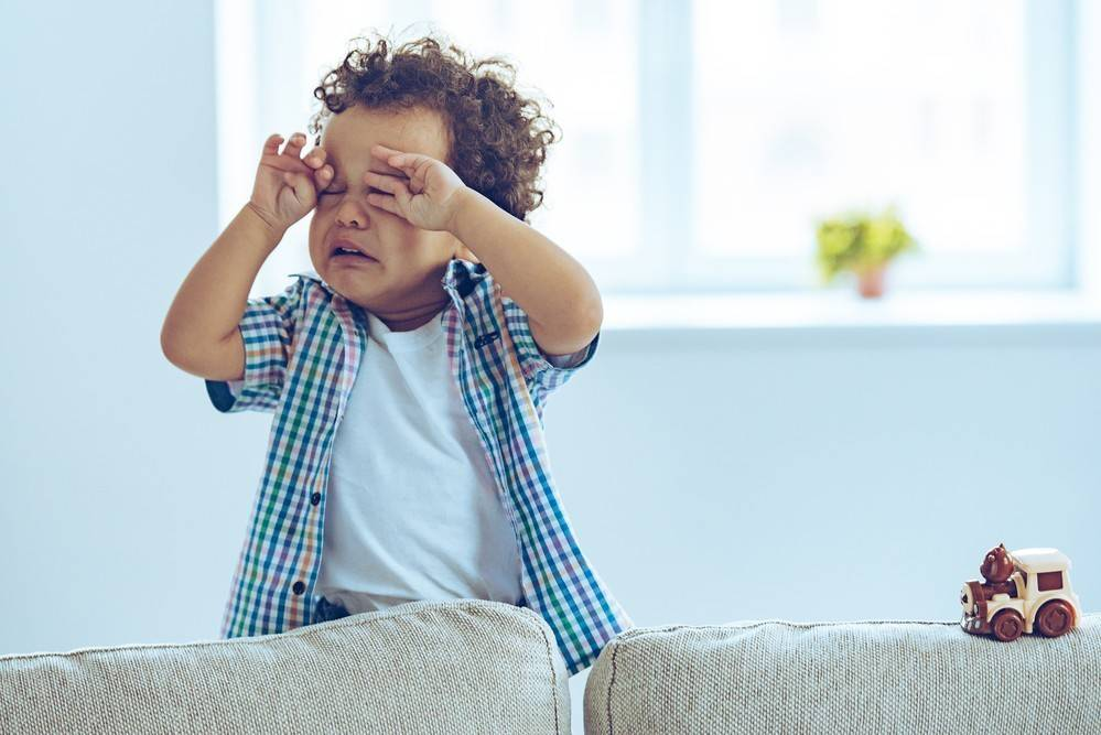 Как успокоить ребёнка при истерике: советы психолога