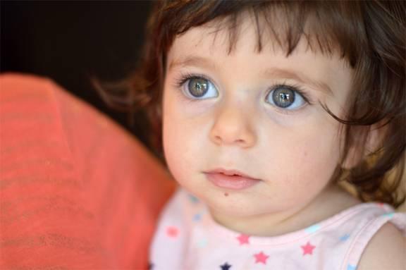 Какие цвета первыми начинает отличать новорожденный ребенок?