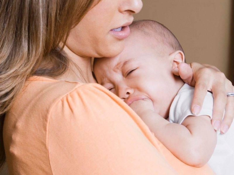 Ребенок не берет грудь психует - что делать?
