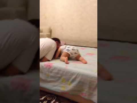 Новорожденный ребенок упал с дивана — что делать