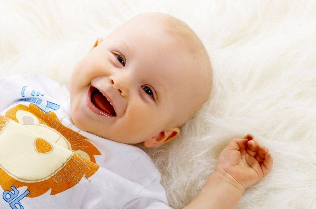 Икота у новорожденных: ребенок икает после кормления, причины, как избавиться и что делать
