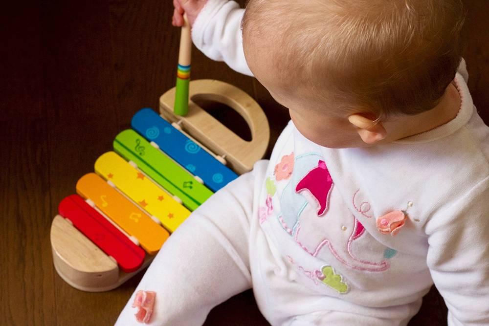 Занятия с грудничком, или как развивать новорожденного ребенка до 1 месяца