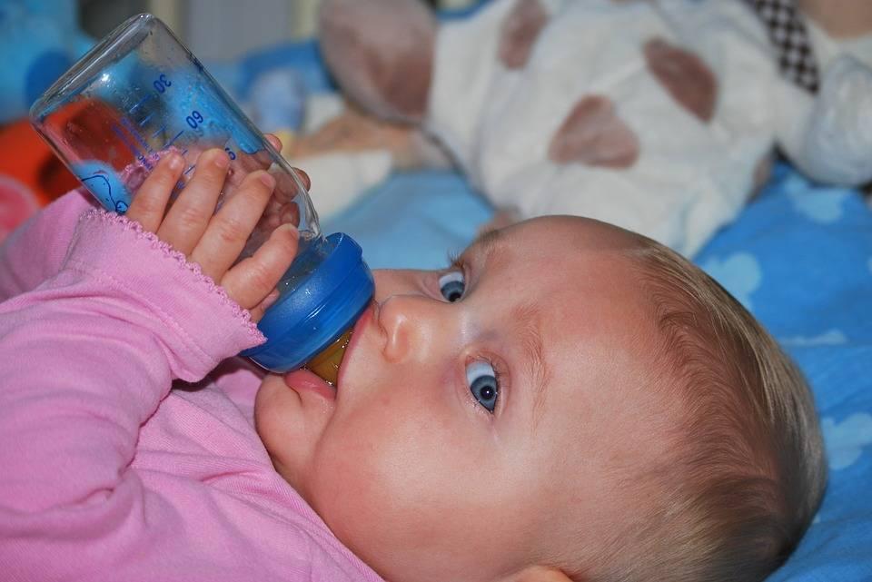 Почему ребенок пьет очень много воды ночью и как решить эту проблему?