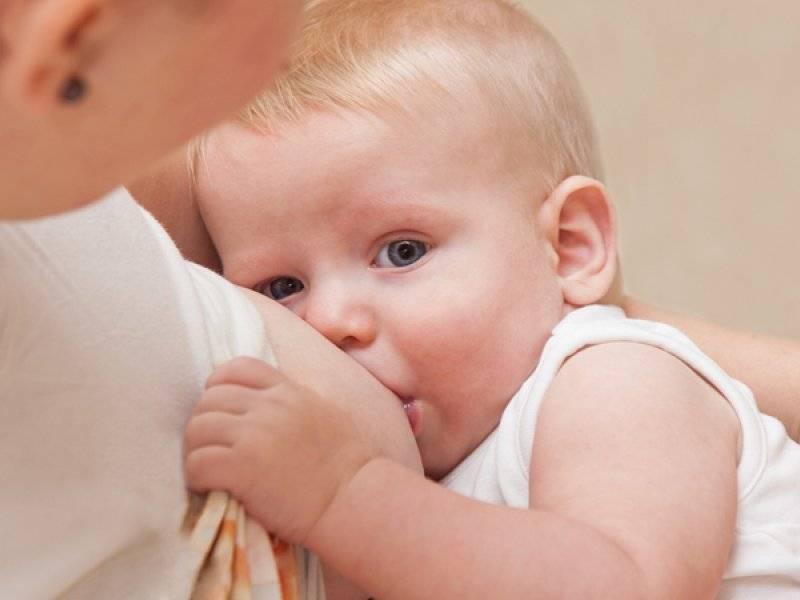 12 причин того, почему ребенок срыгивает