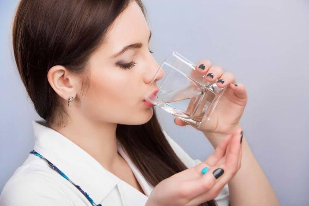 Как заставить грудничка пить воду: можно ли приучить, если новорожденный отказывается, какие способы существуют