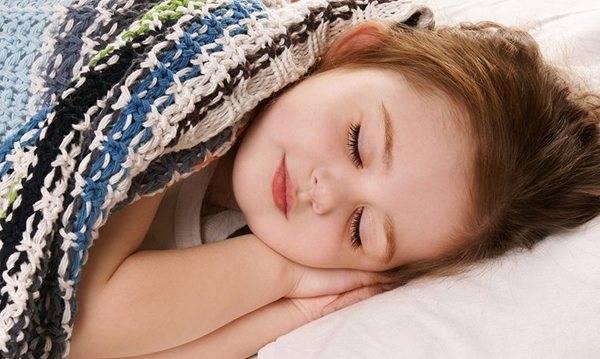 Потеет во сне голова у ребенка: причины и как помочь малышу
