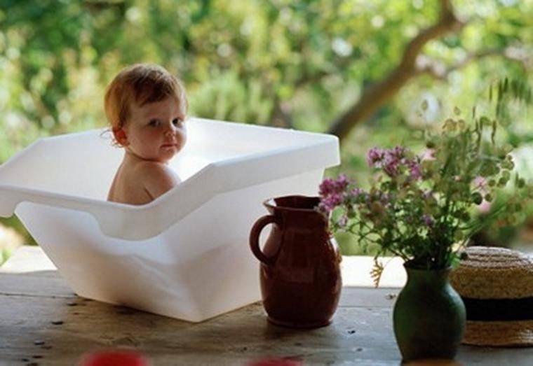 Как заварить ромашку для купания новорожденного, правила купания грудничков