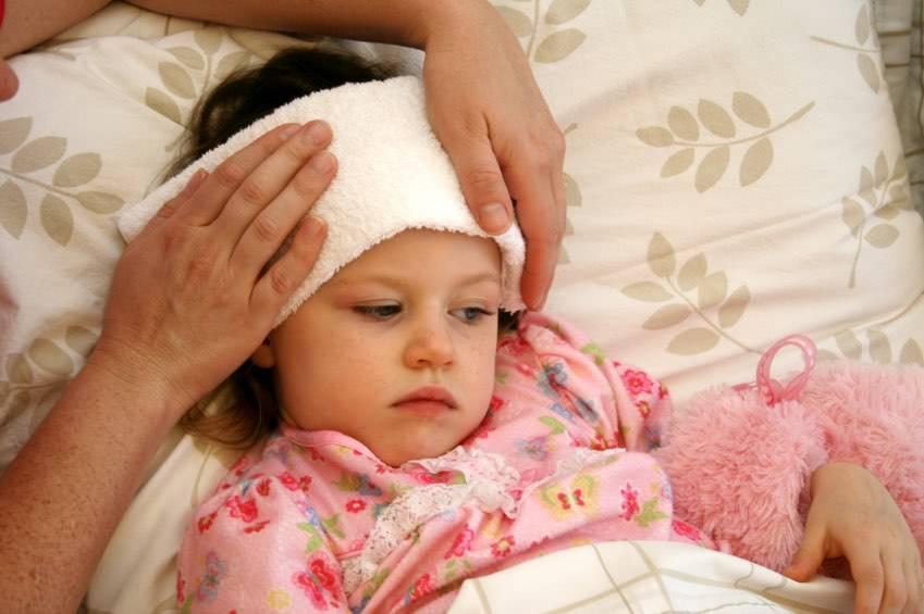Красные точки на небе у ребенка и взрослого: почему возникают и как лечить?