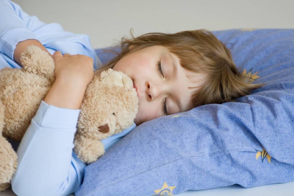 Почему ребенок ночью скрипит зубами: причины и последствия бруксизма | статьи академии smartum | блог