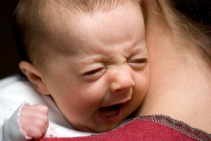 Почему малыш плачет?