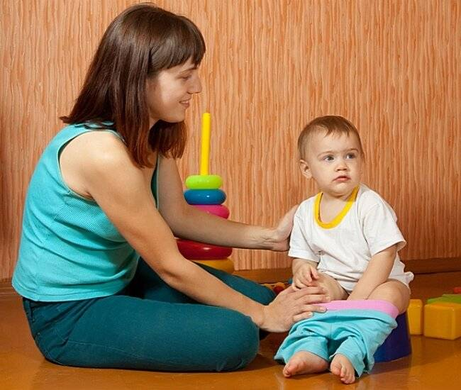 Как заставить маленького ребенка покакать или пописать для анализов