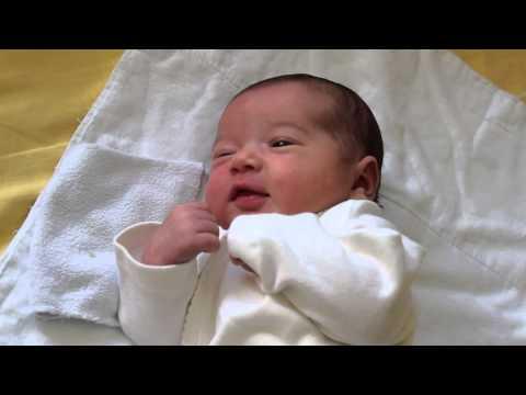 Почему новорожденный ребенок кряхтит и тужится, выгибается и краснеет при этом плачет