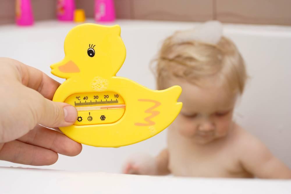 Какой должна быть температура воды для купания новорожденного ребенка, чтобы кроха остался доволен водными процедурами   рутвет - найдёт ответ!