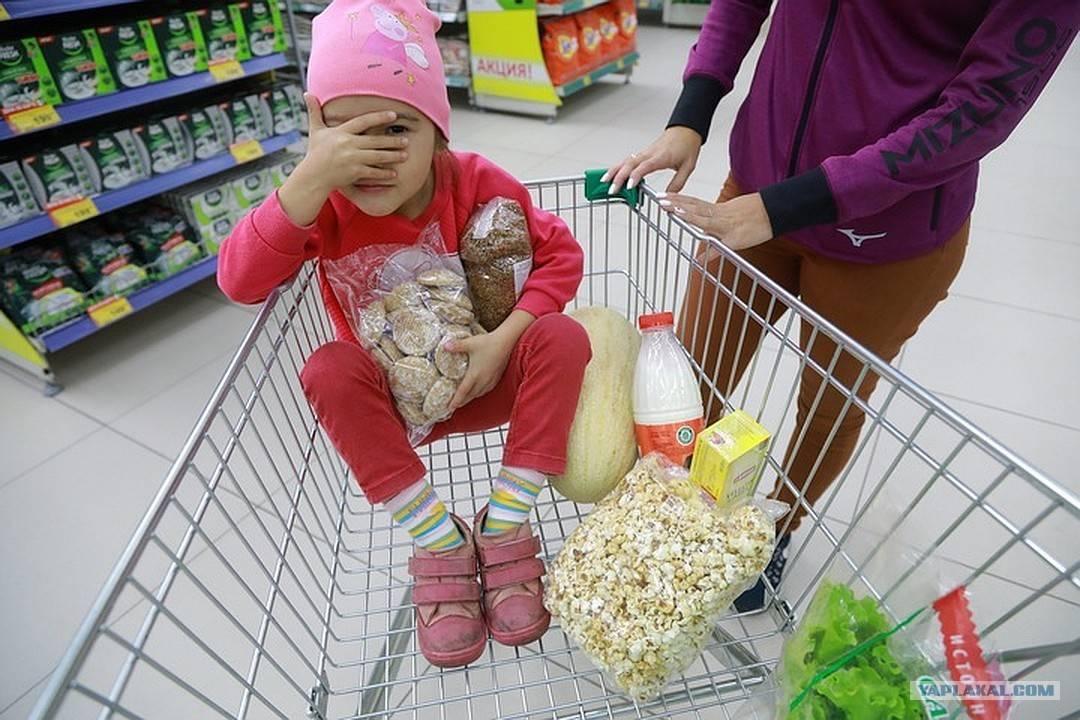 Прибираете ли вы за собой корзину в продуктовом магазине?