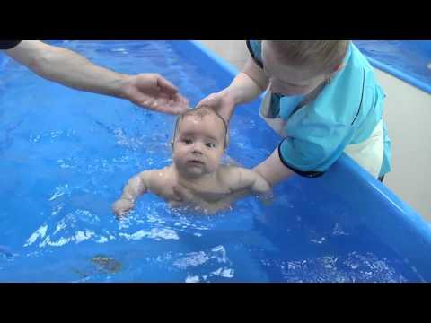 ✅ младенцы плавают под водой. все о плавании грудничков и новорожденных: видео-уроки и методики обучения навыкам в ванне и бассейне - elpaso-antibar.ru