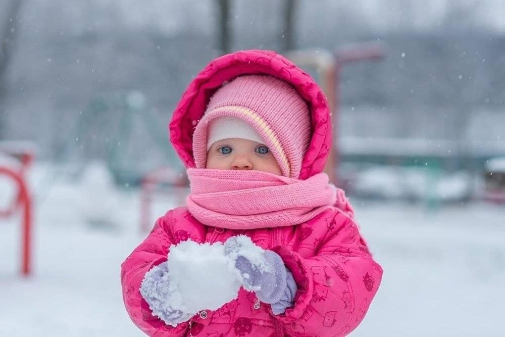 Почему у новорожденного ребенка в роддоме или дома становится холодным нос?