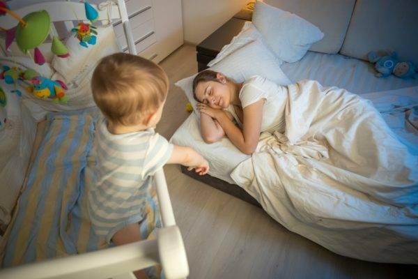 Что делать родителям, если новорожденный перепутал день с ночью
