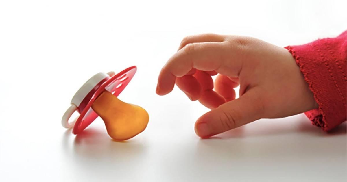 Как отучить ребенка от рук - когда и как легко и правильно отказаться от ручек
