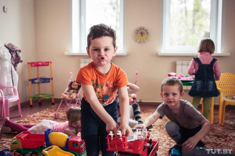 Стоит ли отдавать ребенка в детский сад: плюсы и минусы – мамульчик