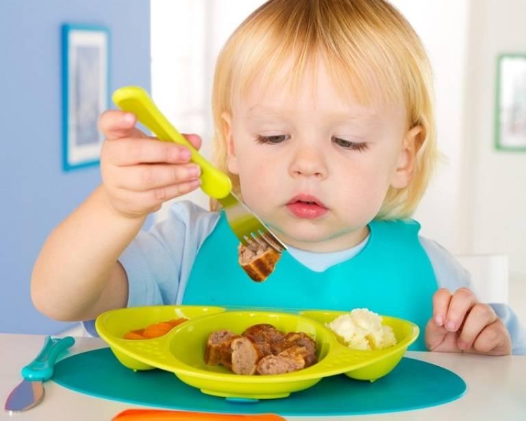 Как научить ребенка есть самому ложкой комаровский?   babytut