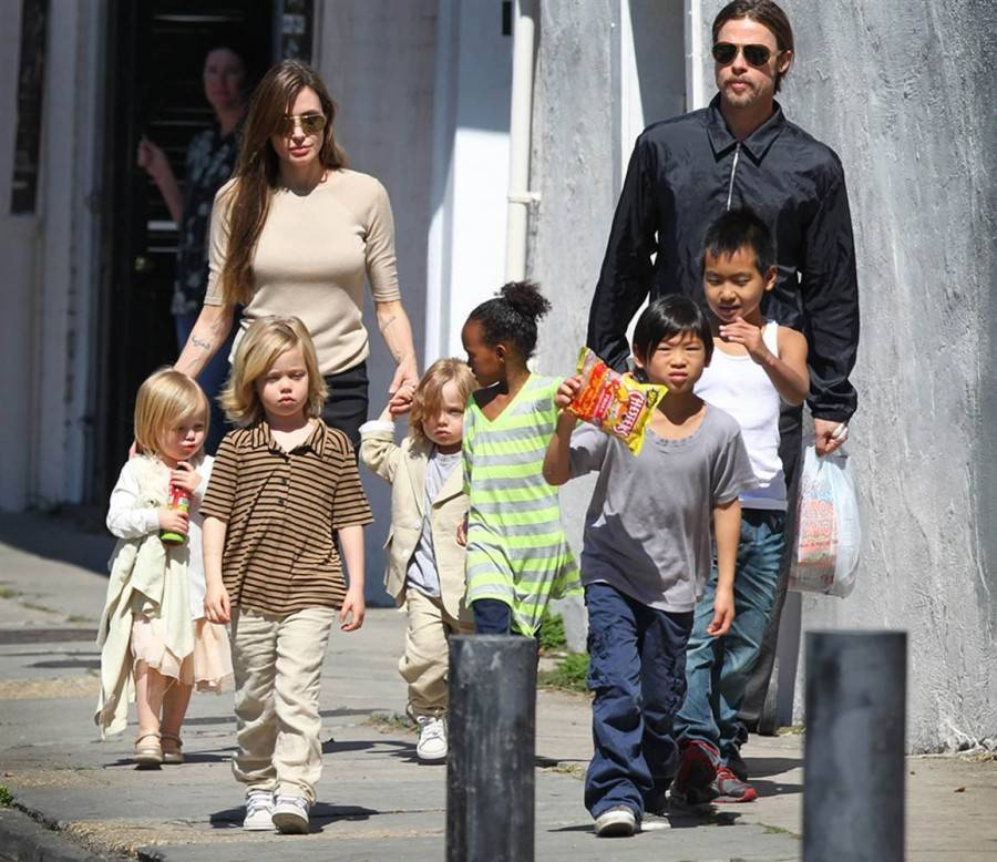 У какой звезды больше всего детей: рейтинг известных многодетных семей