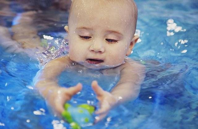 Все о плавании грудничков и новорожденных: видео-уроки и методики обучения навыкам в ванне и бассейне. грудничковое плавание: теория и практика