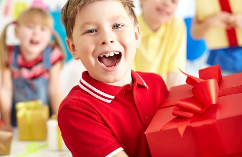 Что подарить мальчику на 5 лет - идеи полезных подарков пятилетним