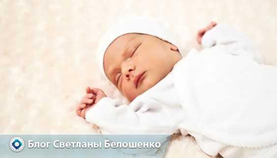 Новорожденный стонет во сне, плохо спит, кряхтит и ворочается