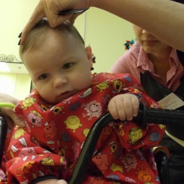 Зачем стригут волосы в годик ребенку: обязательно ли подстригать налысо