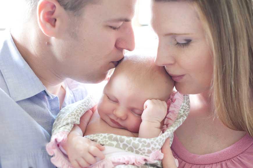 Когда можно показывать ребенка после рождения: почему посторонним, друзьям и родственникам нельзя смотреть новорожденного до 40 дней