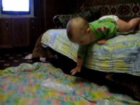 Е. комаровский: ребенок упал с дивана вниз головой, симптомы сотрясения мозга, если ребенок ударился головой - на что обратить внимание, ударился затылком об пол, последствия