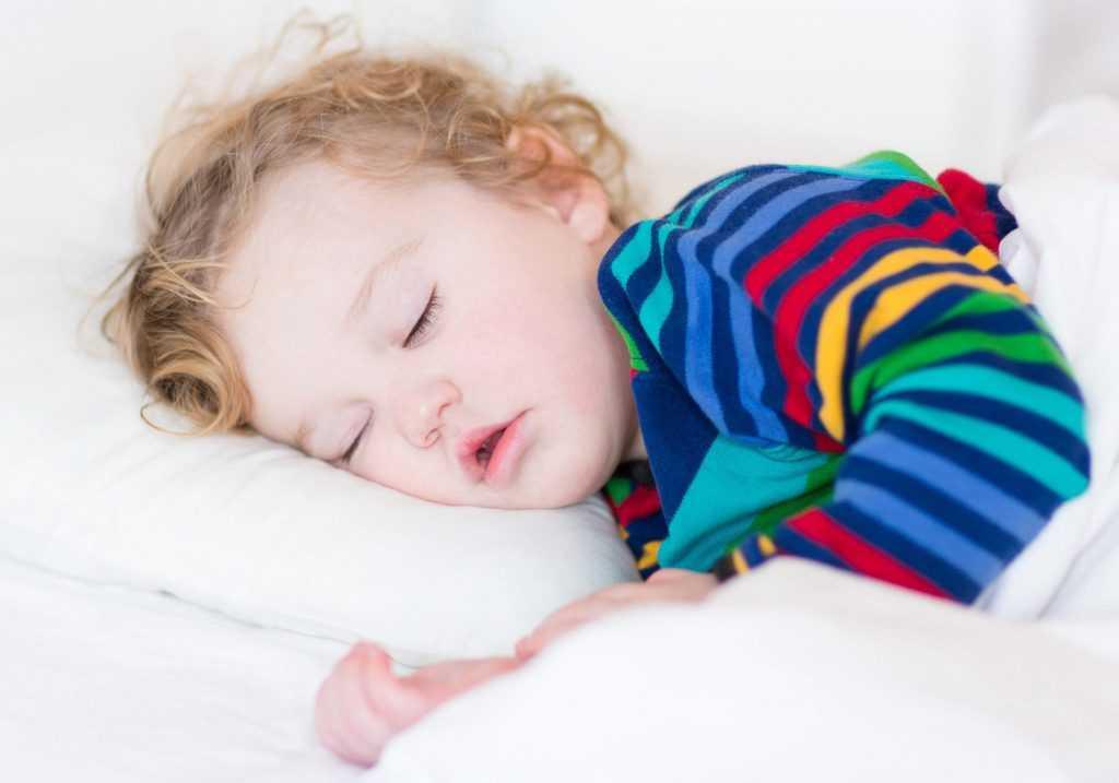 Ребенок в год не спит по ночам и днем: советы педиатров при плохом сне годовалого малыша