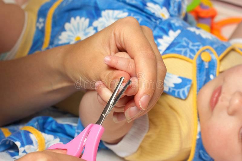 Когда можно подстригать ногти новорожденному