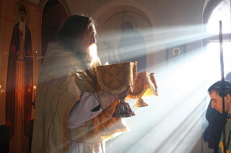 Можно ли с месячными в церковь?  почему нельзя? советы священника.