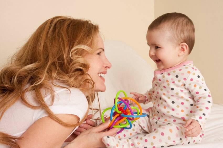 Как мама может помочь ребенку заговорить: практические советы