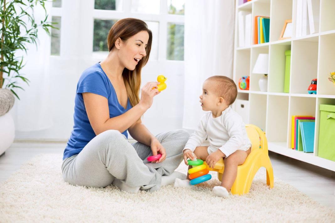Развитие ребенка в 8 месяцев и питание: навыки и умения, как развивать малыша