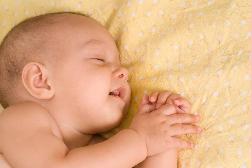 Что делать, если ребенок плачет во сне?