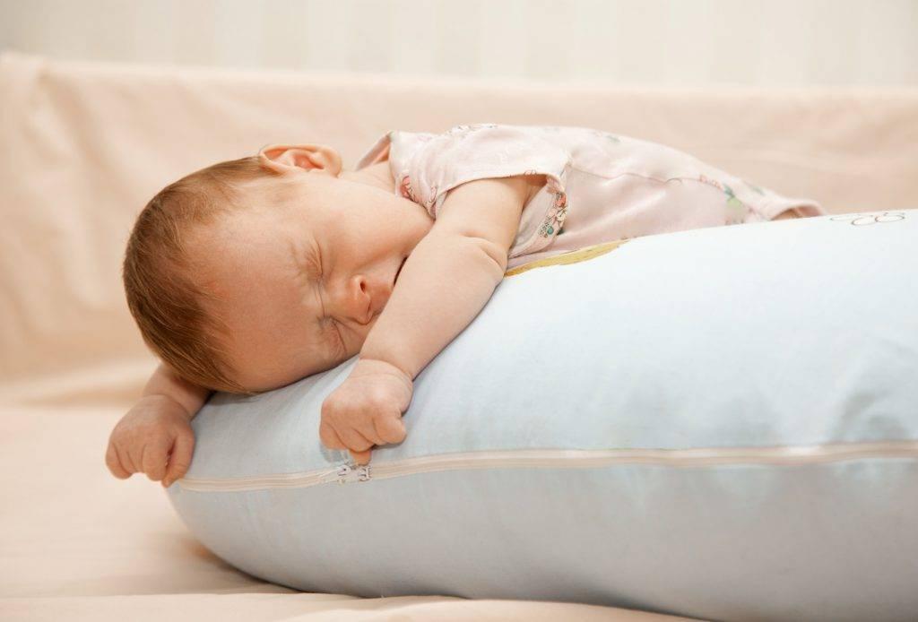 Почему новорожденный ребенок спит целый день: причины дневного сна у грудничка
