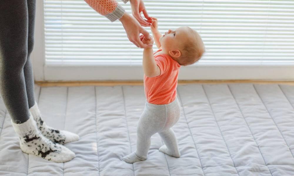 Сынуля в 9 месяцев не хочет сидеть и не интересуется игрушками... что делать-то??? - болталка для мамочек малышей до двух лет - страна мам