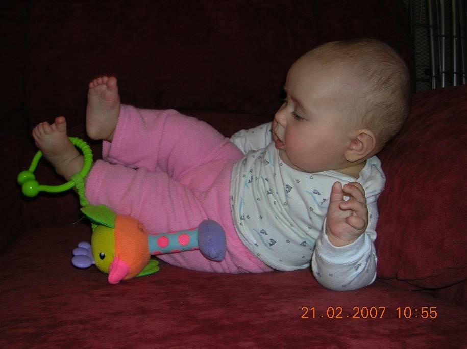 Во сколько месяцев ребенок начинает сидеть и когда беспокоиться, если этого не происходит