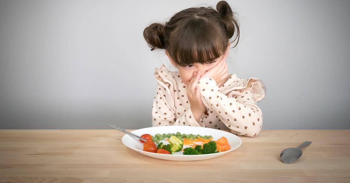 Как заставить ребенка есть мясо: почему отказывается от мясного пюре, что делать