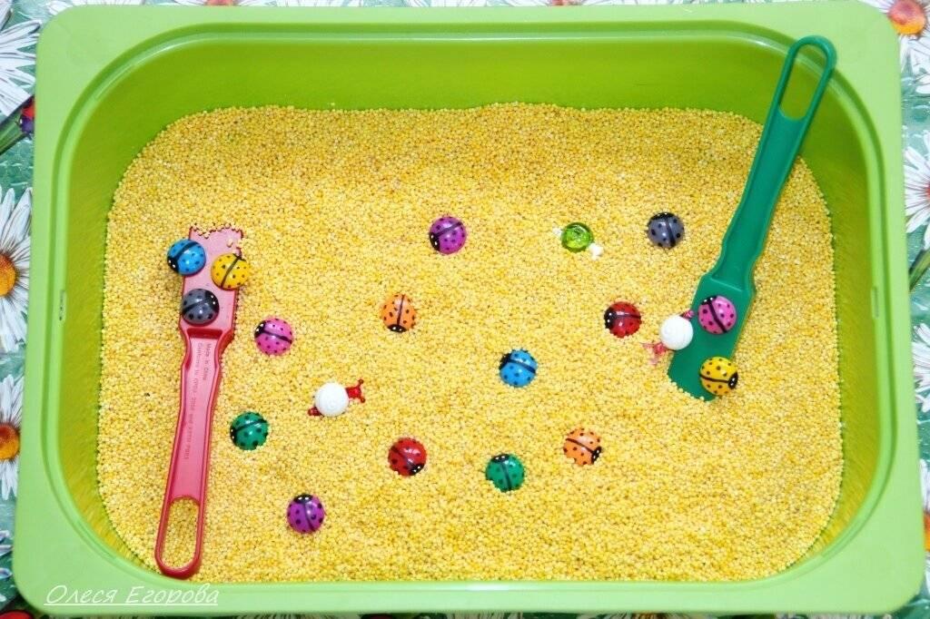 Игры с крупами (манкой, рисом, фасолью) для развития мелкой моторики