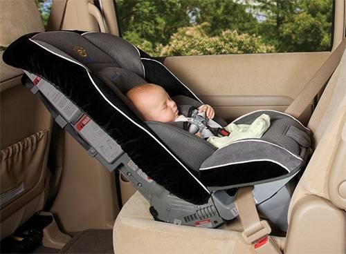 Как перевозить новорожденного в машине на заднем сиденье